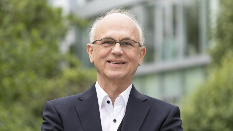 Dr. Alexander Fils